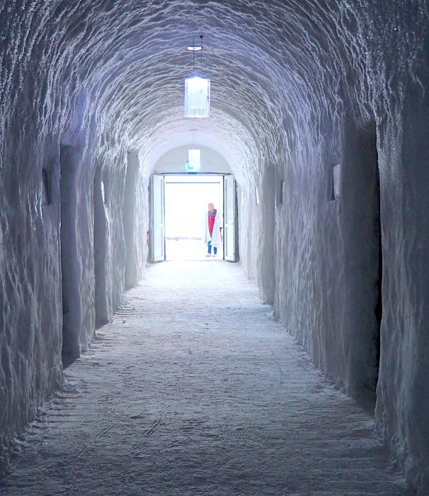 Corridor of ice, Ice Hotel, Jukkasjärvi, Sweden