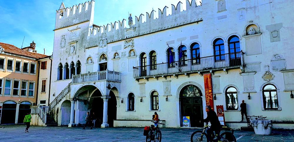 Koper Palace